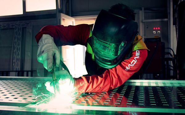 铁生锈是什么反应_为什么铝不容易生锈_铝生锈怎么去除?_十万个为什么