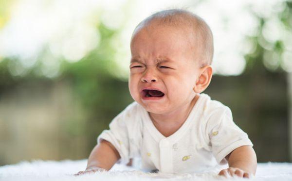 宝宝生下来为什么会哭_刚出生的小孩为什